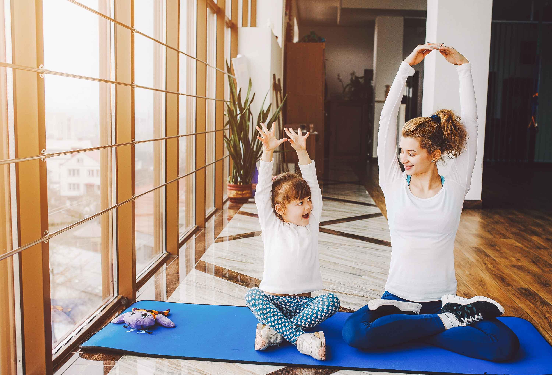 "Eltern Kind Yoga -<a href=""http://www.freepik.com"">Designed by Teksomolika / Freepik</a>"